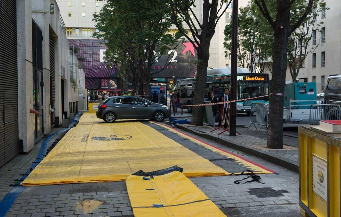 Les véhicules peuvent franchir la barrière souple anti inondation water-gate sans risque.