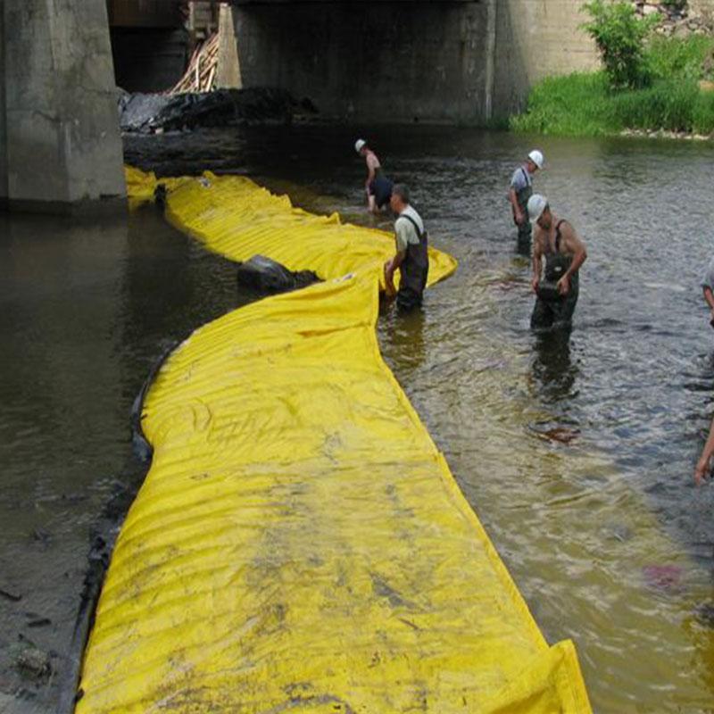 Ataguías flexibles Water-Gate ©. Instalación en forma de L desde la orilla hasta el lado opuesto del pilar del puente.