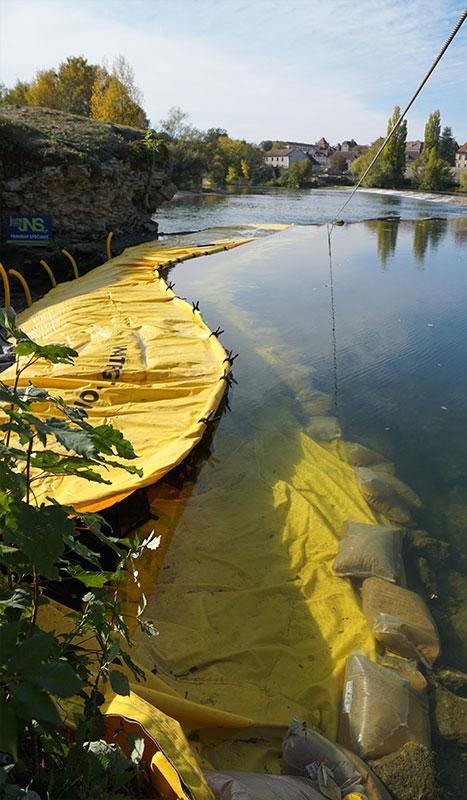 Ataguía flexible Water-Gate ©. Proyecto del río. Puente sobre la renovación del Doubs. Dole
