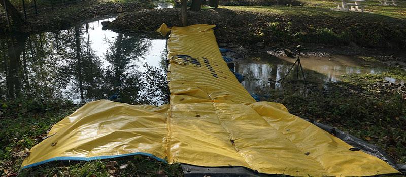 """Desviación de un río mediante ataguía flexible Water-Gate ©. """"La Retourne"""" en Bergnicourt."""
