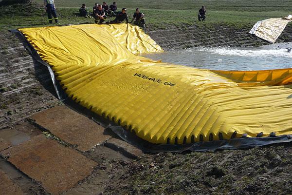 Prueba de una ataguía flexible Water-Gate © WA-50 por la seguridad civil checa