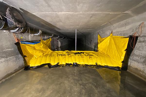 Ataguía flexible Water-Gate © WA-3930 instalada en un marco de hormigón. Sin anclaje al suelo.
