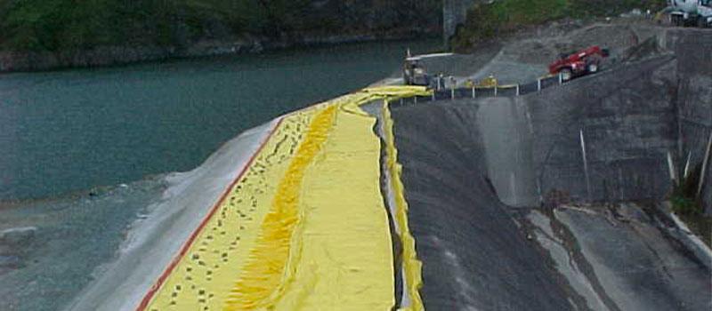 Presa Fortuna   Panamá   Elevación del aliviadero de una presa hidroeléctrica.